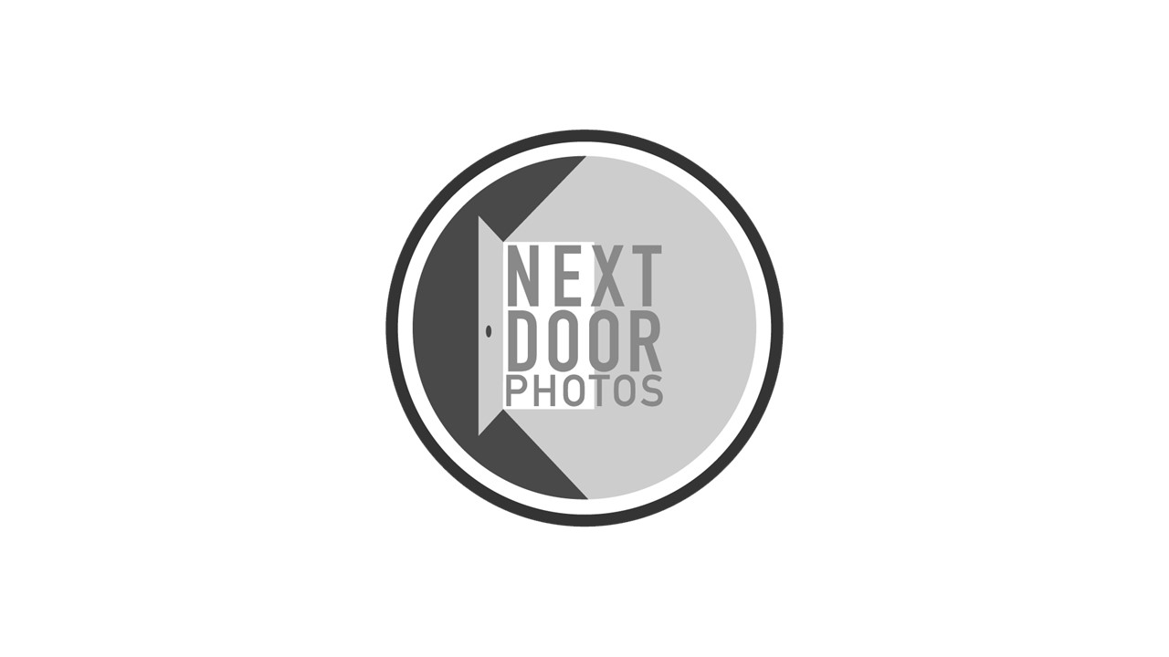 Next Door  Photo's